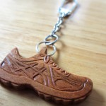 木彫りとは思えない靴のキーホルダー完成!