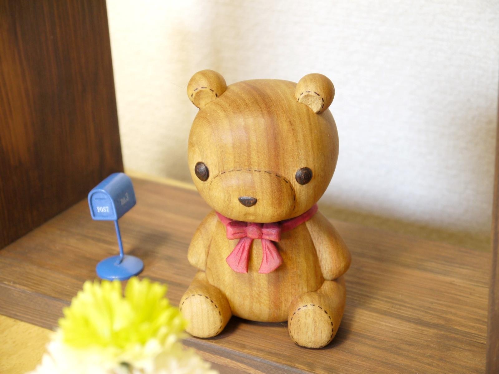 木彫りのぬいぐるみが進化した瞬間!リボン付きのくまちゃんが可愛すぎる!